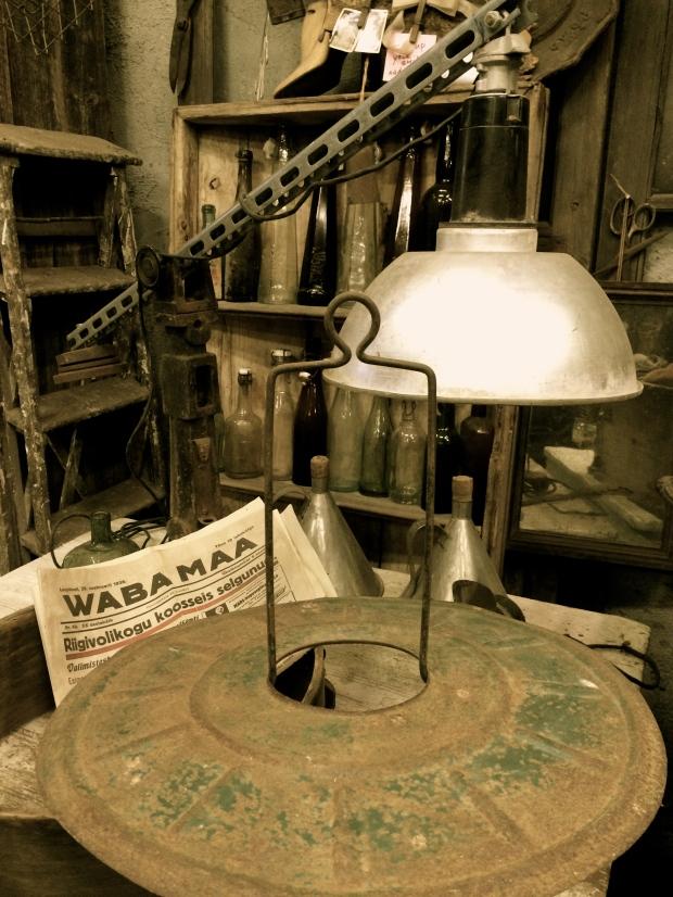 Industriaalne laualamp
