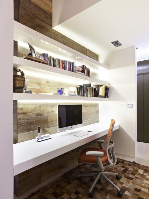 Kodustes tingimustes on alati ruumi vähe - seepärast on eriti kontorit kujundades soovituslik vaadata kõrgustesse ning kasutada nii palju kui võimalik ära seina pinda. Minimalistlikud riiulid või kapid mahutavad kõik vajaliku ja võivad samal ajal olla ka dekoratiivne element. Riiulite sisse integreeri LED valgustus, mis loob märkamatult hubast meeleolu.