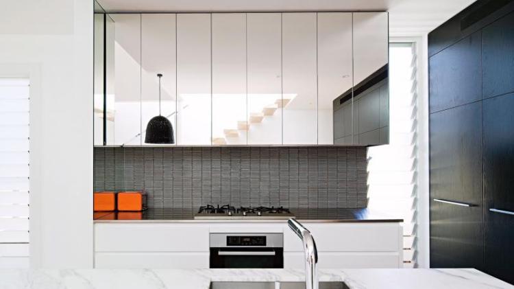 kitchen-mirrored-cupboards-jun15-20160518164327q75dx800y-u1r1g0c
